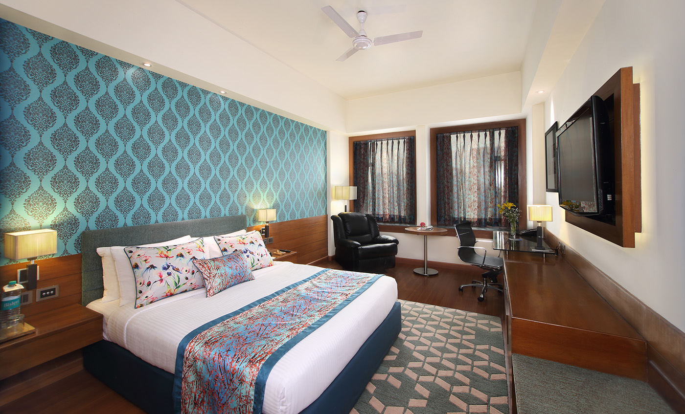 Ideal for the business traveler and leisure guest, the recently renovated Club Premiere rooms are contemporary and elegant in design. Each room features a working station and a recliner to…