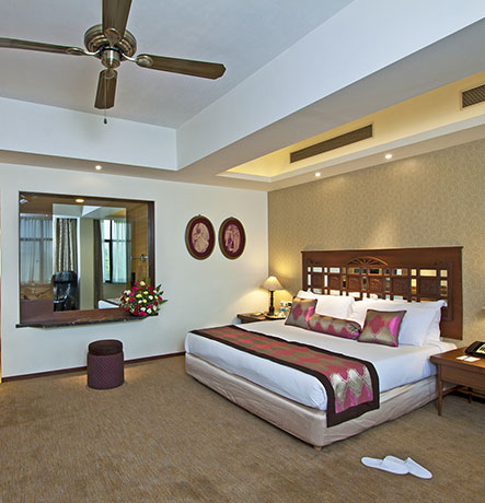 As large as the Mithila suite, this suite exudes old world charm. All suites offer a butler service and luxury room & bath amenities. This suite is accommodating enough to…